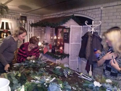 Bloemschikken Kerststuk 2013 (2)